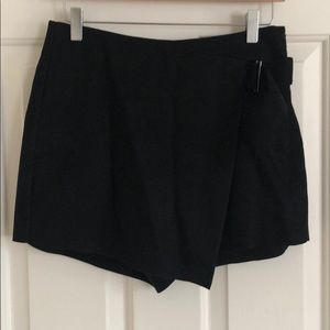 Mid-waist Black Velvet Skort